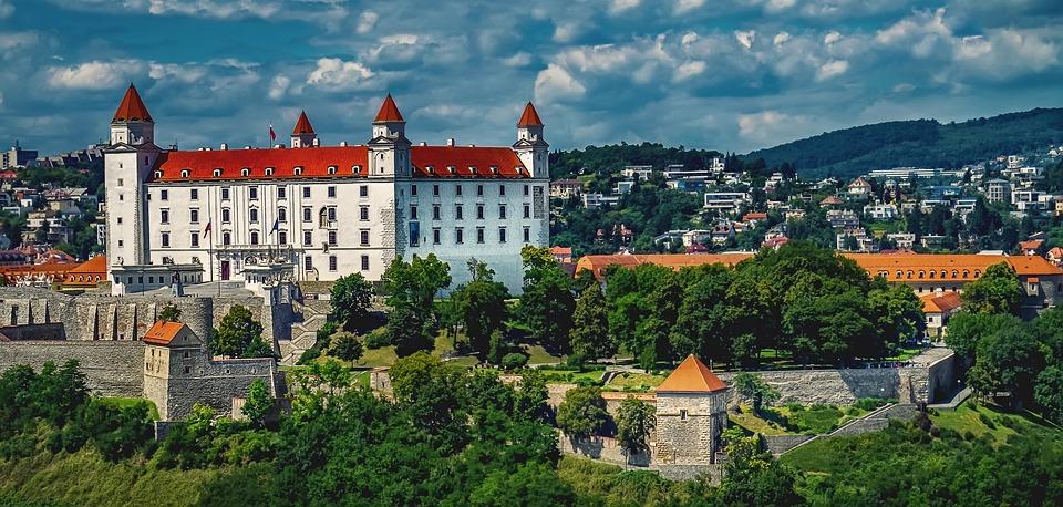 bratislava-1905408_960_720