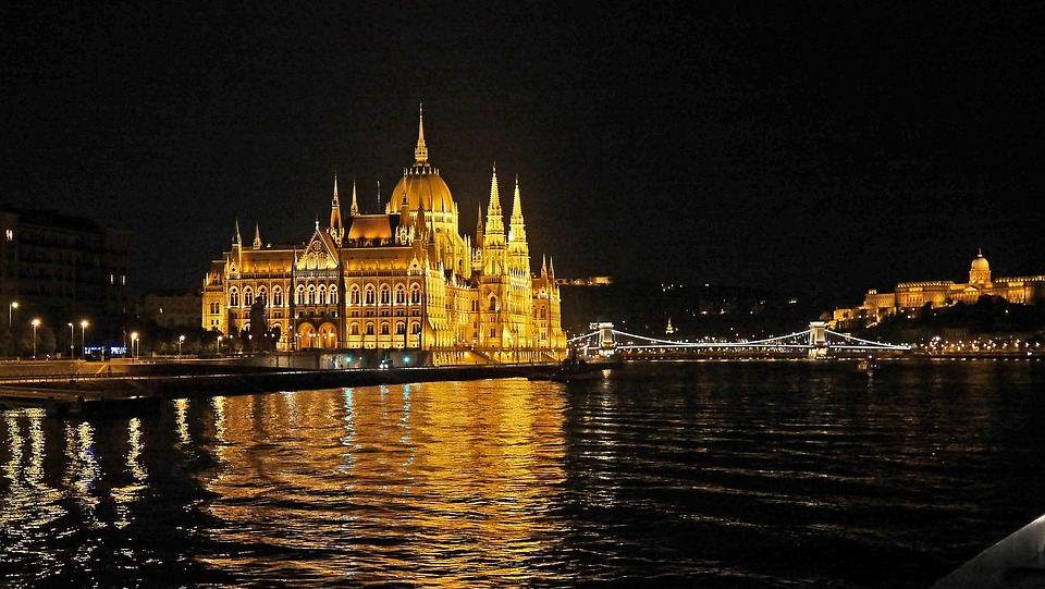 budapest-at-night-3037781_960_720