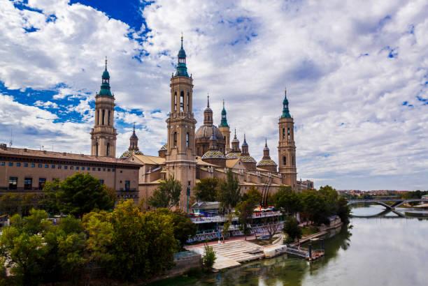 The Basílica de Nuestra Señora del Pilar and Ebro river in the City of Zaragoza (Saragossa), Aragon, Spain.